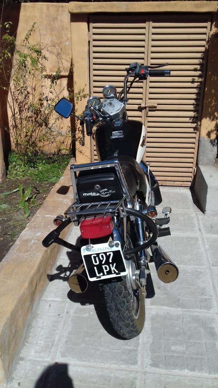 Vendo Moto Motomel Custom 150
