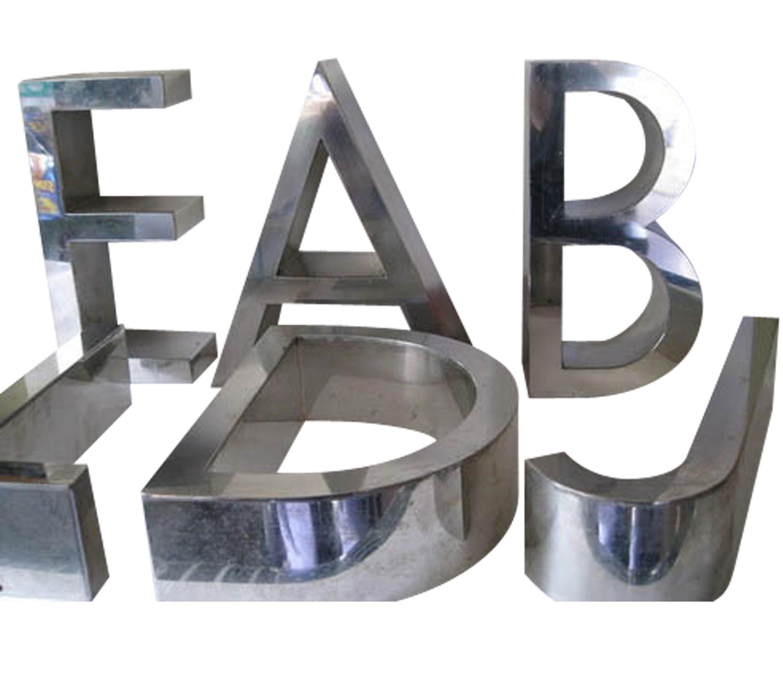 letras de acero en mi casa