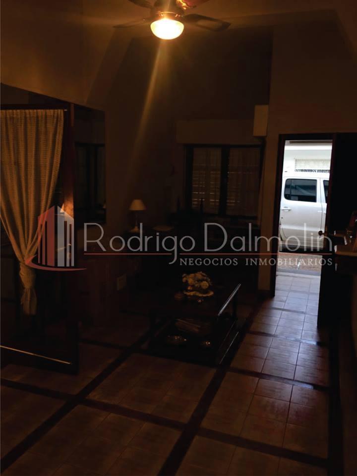 VENDO. Casa céntrica en calle Estrada casi La Rioja. Concordia.